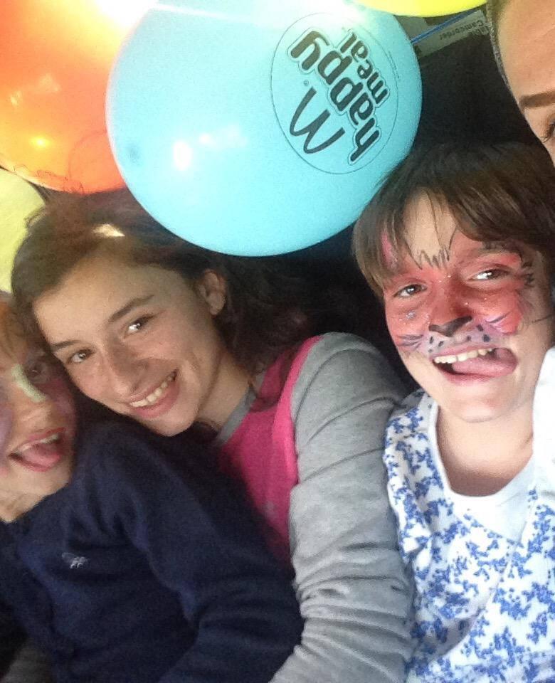 Distracție în Capitală pentru trei fete din Bulboaca