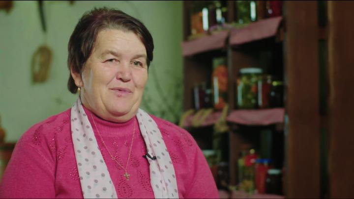 Doi copii din Cotul Morii vrut să-şi facă bunica vestită în toată ţara şi le-a reuşit!